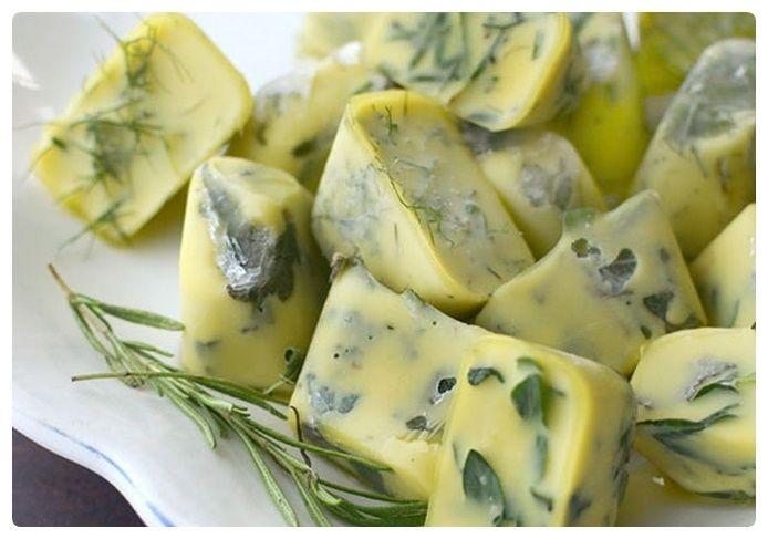 Manteiga de azeite e ervas caseira