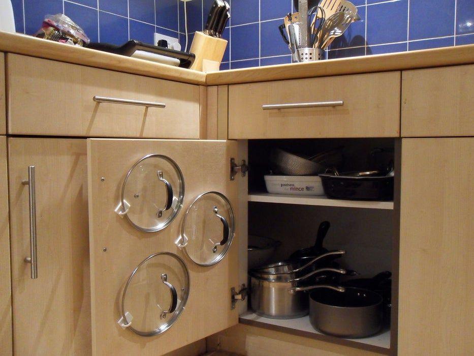 Chega de bagunça – Organize as tampas do seu armário.