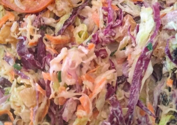 Salada de Repolho e molho de Iogurte grego